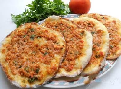 Лепешки с мясом, овощами и сыром к завтраку