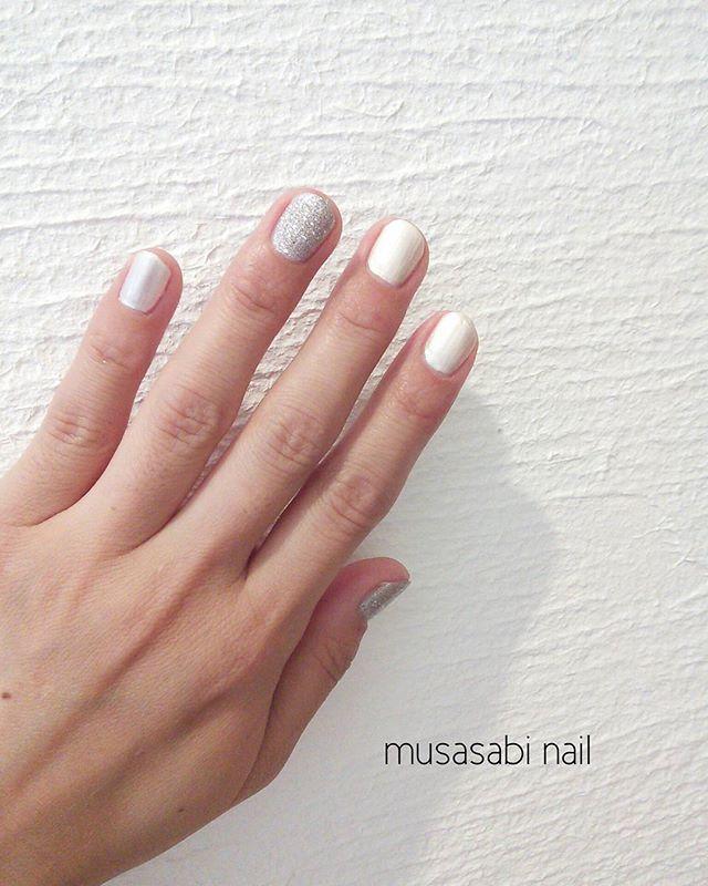 ホワイト&シルバー #ネイル#nail#nails#naildesign#nailart#nailpolish#セルフネイル部#セルフネイル#ネイル初心者#ポリッシュネイル#ポリッシュ派#マスキングテープ#oita#beppu#大分#別府#nailholic_kose#nailstagram