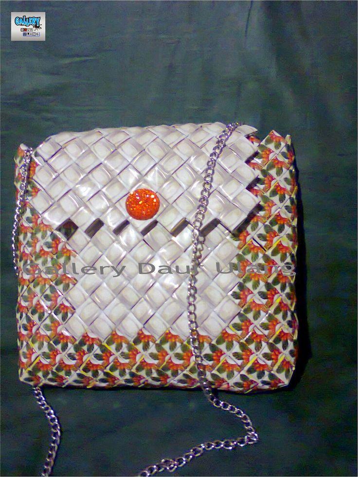 Gallery Daur Ulang: Sling bag dari anyaman