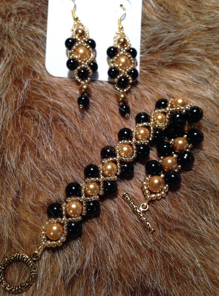 Bracelet & Earring in black and gold made by Beads by Desire