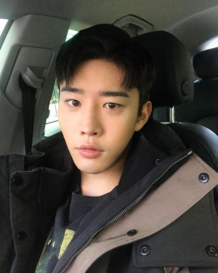 "788 Likes, 28 Comments - kimkeonwoo (@thetalentedmrripley__w) on Instagram: ""오랜만 #selfie"""