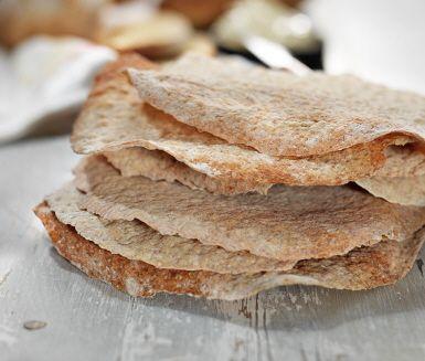 Fänkål ger en spännande twist till detta tunnbröd! Satsen ger dig hela 16 tunnbröd, men hållbarheten är lång och bröden tenderar att gå åt fort! Servera gärna med brynt smör.
