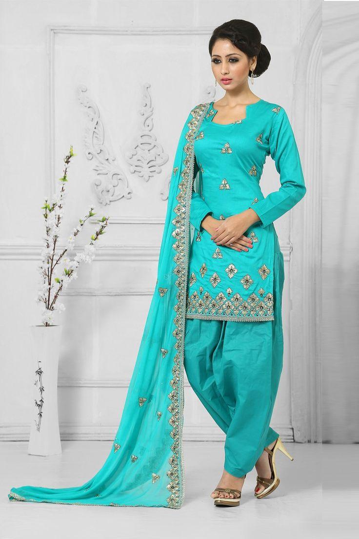 Coton Bleu Salwar Suit avec la mousseline Dupatta  Prix : - 49,43 € Coton bleu , semi costume stictch de Patiala . Cou chérie , longueur genou dessus , manches trimestre kameez . Bleu coton salwar . Bleu mousseline dupatta avec de la dentelle frontière avec le travail . Il est parfait pour l'usure .  http://www.andaazfashion.fr/blue-cotton-salwar-suit-with-chiffon-dupatta-dmv13553.html