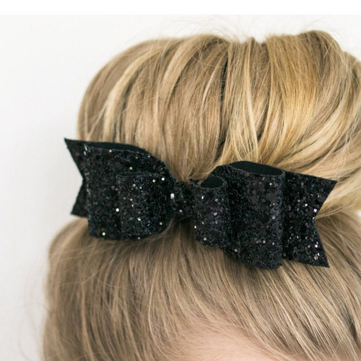 For a subtle touch of elegance the Bowknot Barrette Hair Pin is simple yet endl