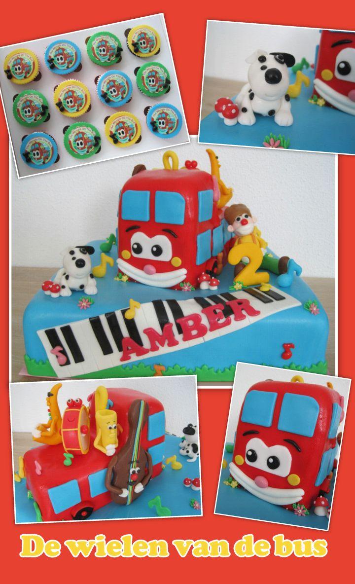 De wielen van de bus taart   The wheels on the bus cake