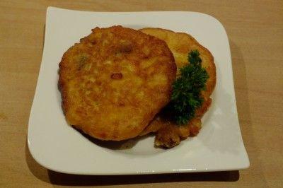 Antilliaanse pompoenpannenkoek (Arepa di Pampuna) is een lekker recept, Op de Antillen worden deze pannenkoekjes bij gebakken vlees of vis als bijgerecht gegeten soms i.p.v. rijst of aardappels, met saus erover. Men eet ze ook wel alleen als lunchgerecht bijv, maar niet met suiker of siroop en ze worden ook niet opgerold, dus niet als dessert.