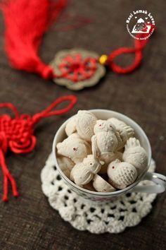 Nasi Lemak Lover: Kuih Bangkit (tapioca biscuits) 茨粉饼/番婆饼~~欢喜过马年