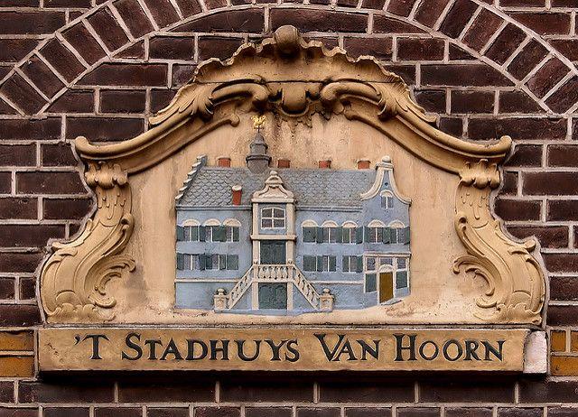 Gevelsteen 'T STADHUYS VAN HOORN | by Vereniging Vrienden van Amsterdamse…