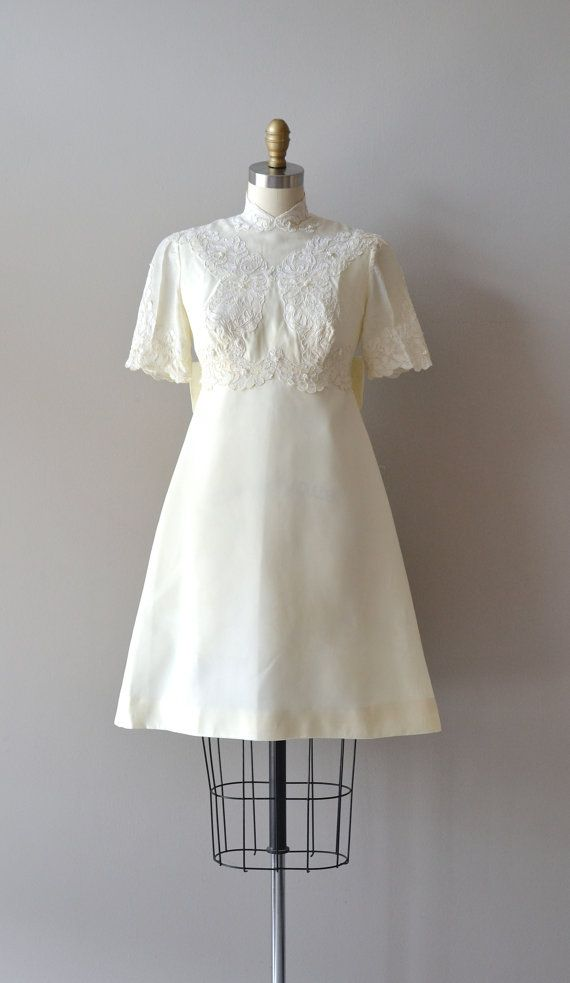1960s lace wedding dress   #RenshawDreamWedding