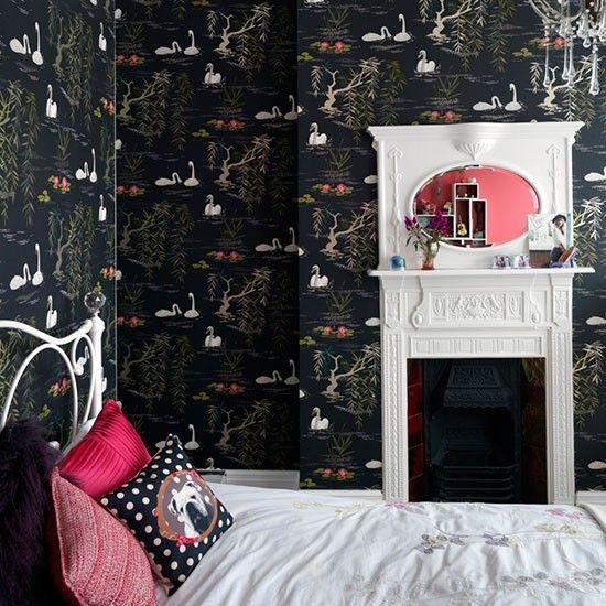 Спальня девочки с камином. .