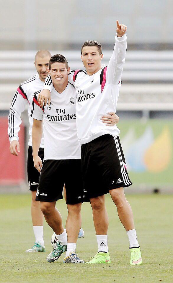 James Rodriguez Cristiano Ronaldo Best photo bomb from Karim Benzema