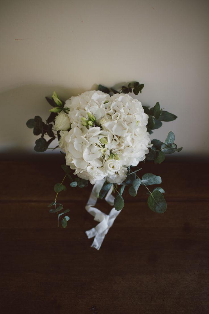 032-matrimonio-marche-bouquet-bianco-sposa