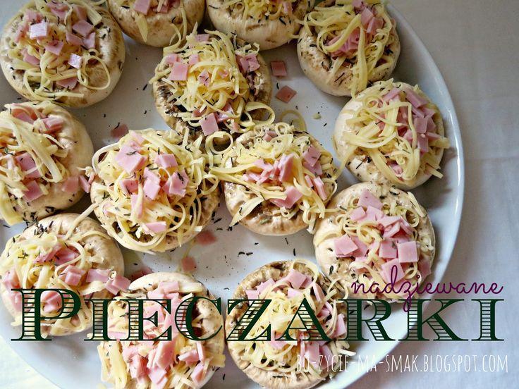 Bo życie ma smak !!!: Pieczarki nadziewane serem i szynką.
