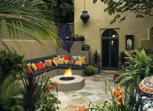 Mediterranean style: Patio Design, Outdoor Living, Moroccan Interiors, Chamber Interiors, Moroccan Style, Mediterranean Patio, Colors Pillows, Outdoor Spaces, Fire Pit