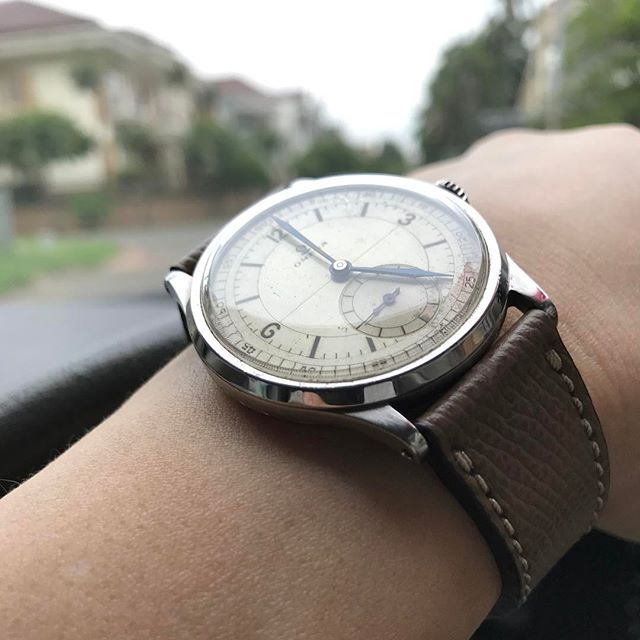 REPOST!!!  Lazy cruise with oversize sector dial #nofilter #speedy #speedmaster #moonwatch #moonwatchonly #omega #omegavintage #vintageomega #premoon #speedythursday #seamaster #constellation #flightmaster #vintagechrono #tropical #tropicaldial #browndial