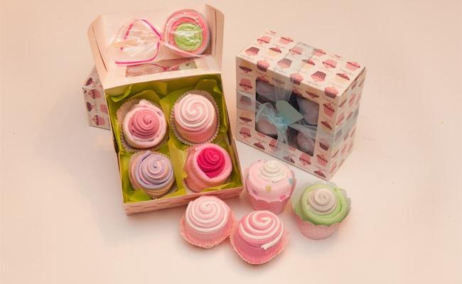 11,0€ από 18,60€ για ένα κουτί που περιλαμβάνει 4 λαχταριστά cupcakes από 4 ζεύγη καλτσάκια bebe, λευκά ή χρωματιστά. Ένα έξυπνο δωράκι για νεογέννητο ή για τα πρώτα γενέθλια του, από το ηλεκτρονικό κατάστημα ninasnenascakesandmore.gr. Έκπτωση 41%  http://www.deal4kids.gr/deals.php?id=321