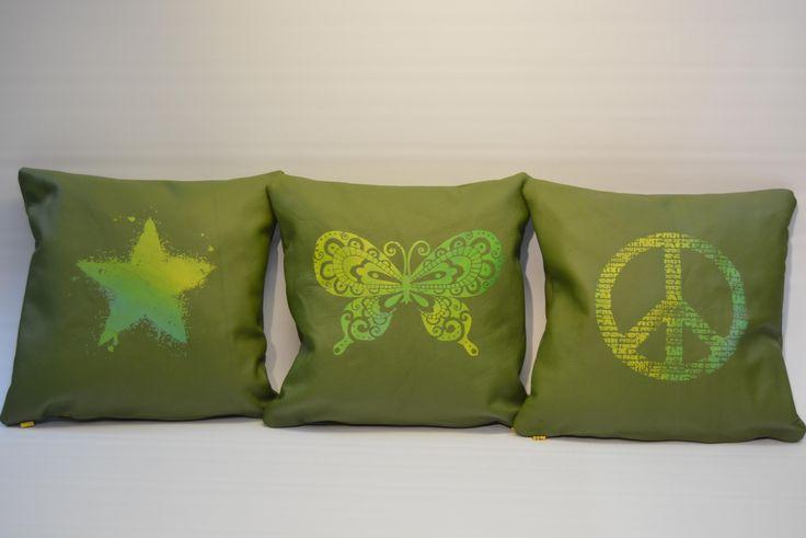 """Lederkissen aus Nappaleder grün mit """"Schmetterling"""", """" Peace"""" oder """"Stern"""" Print in gelb-grün Abwaschbar und unverwüstlich"""