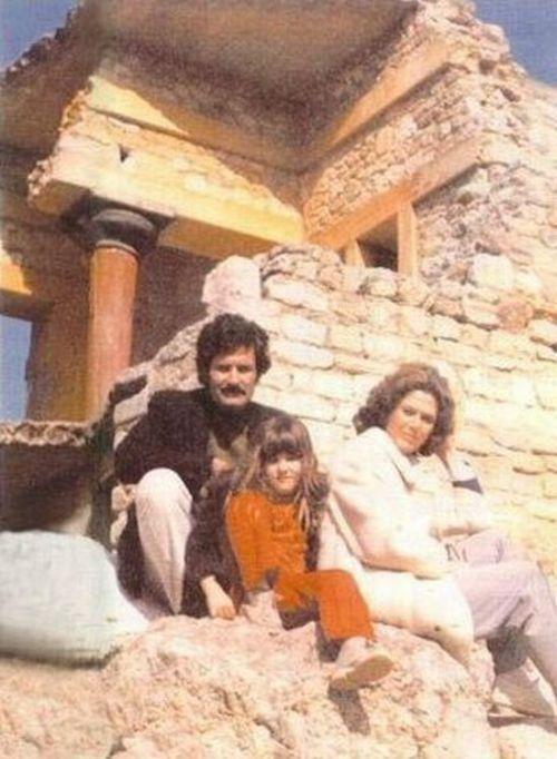 Jennifer Aniston with her parents, Nancy Dow and John Aniston (born Anastassakis) in Crete