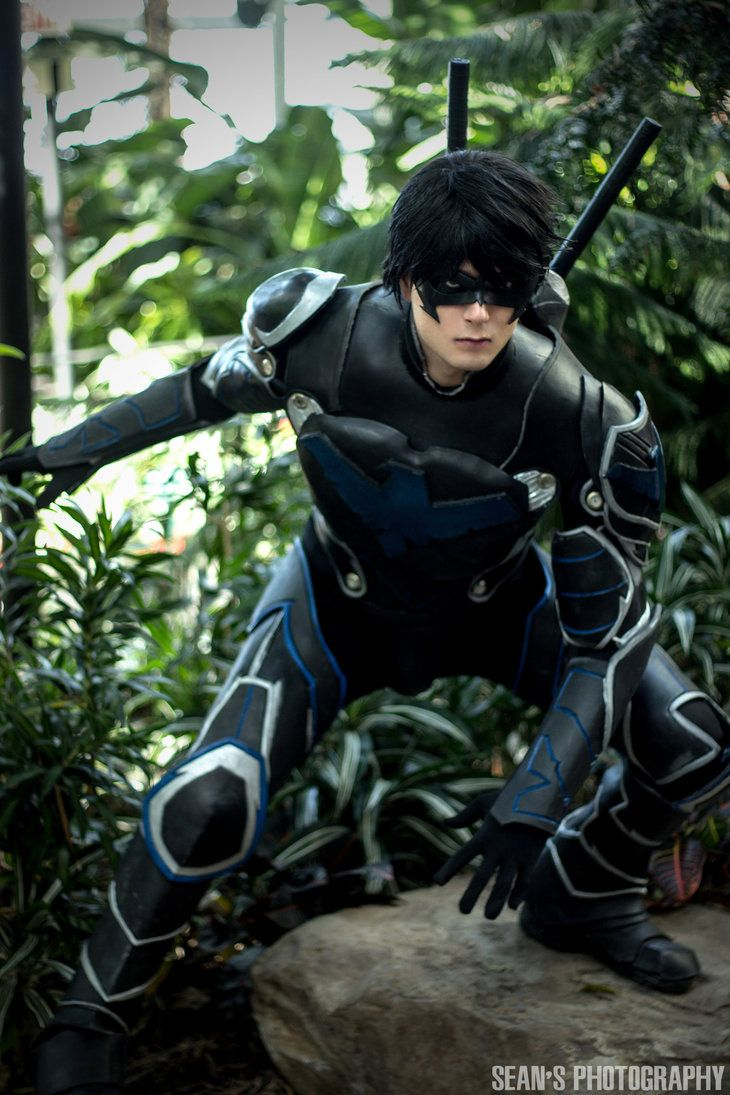 Nightwing Cosplay - by Cloudbreak-Cosplay on DeviantArt. I have to hand it to this guy, he looks the part.  #SonGokuKakarot