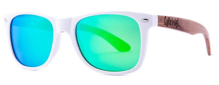 Blanco - Espejo Verde  Hechas a mano  Lentes polarizadas  Protección UV 400  Patillas de madera  Certificado CE  Tamaño 145 - 145 - 47  Bolsa de microfibra  Gamuza personalizada  Cajita de cartón Carrussel  Ref.: SS032 Precio: 45,00 Euros