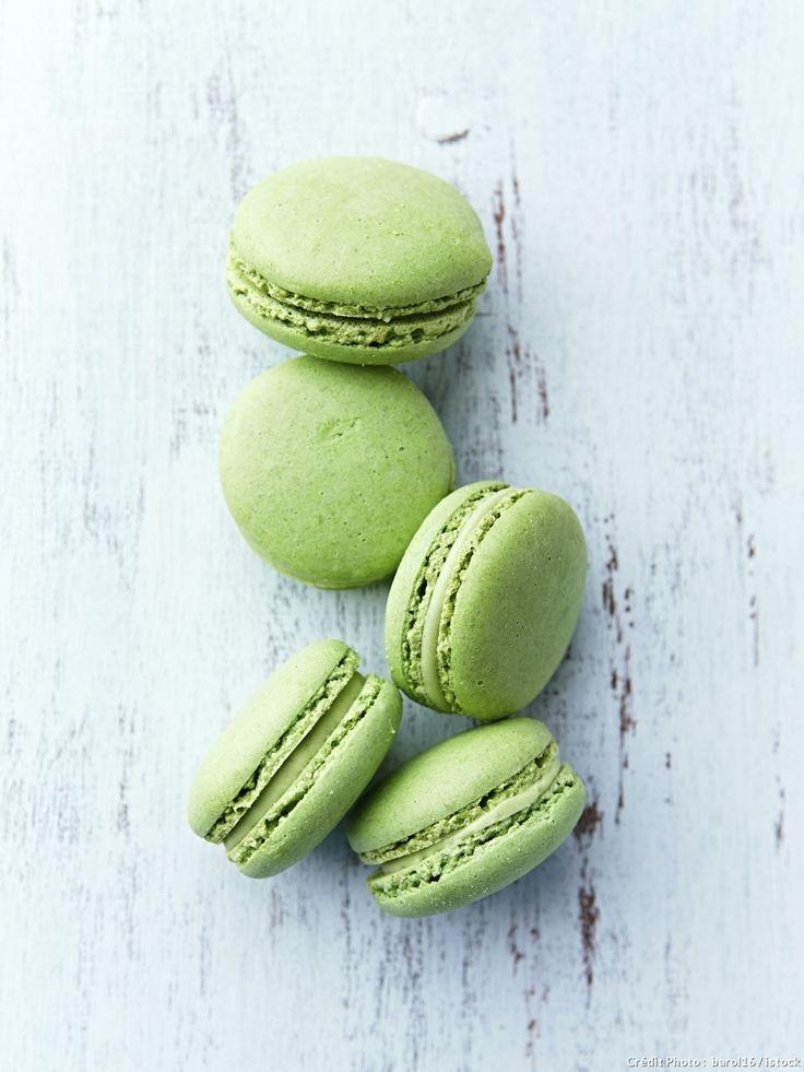 "A ""greenery"" inspired Macaron dessert bar... yes, please!"