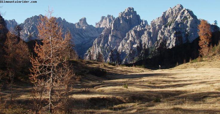I magnifici prati di Camporosso - Dolomiti Friulane http://www.ilmountainrider.com/itinerari/rifugio-pordenone/