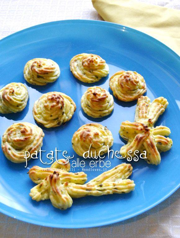 #Patate (anzi, comete!) duchessa alle #erbe. Il #contorno perfetto, per il vostro secondo di carne. La #ricetta la trovate su http://noodloves.it/patate-duchessa-alle-erbe/