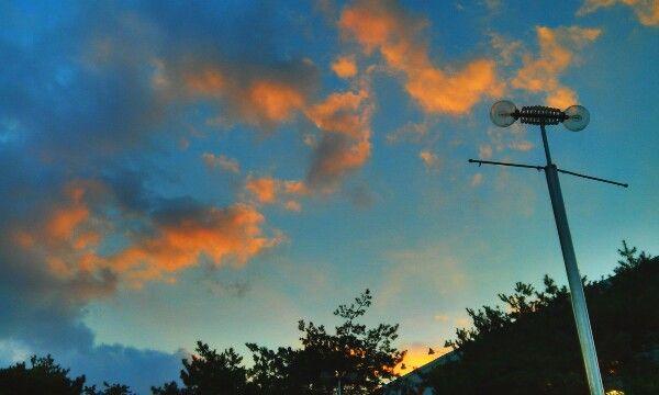 우리집 뒤쪽 하늘. orange+blue sky