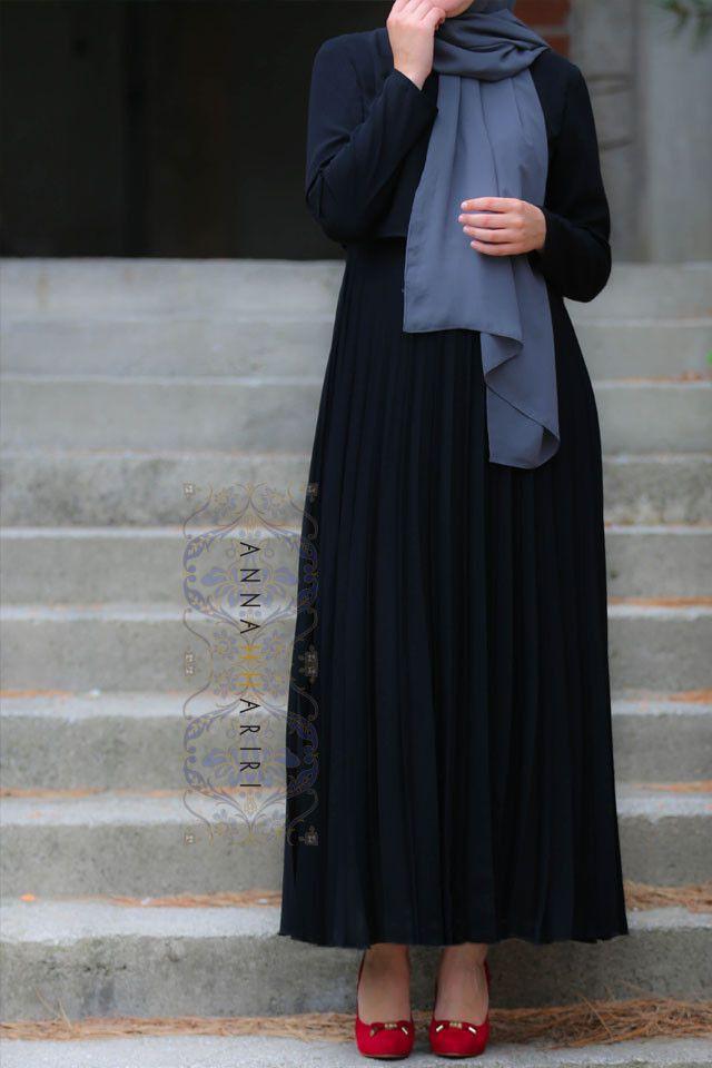 Black Pleated Dress – ANNAH HARIRI