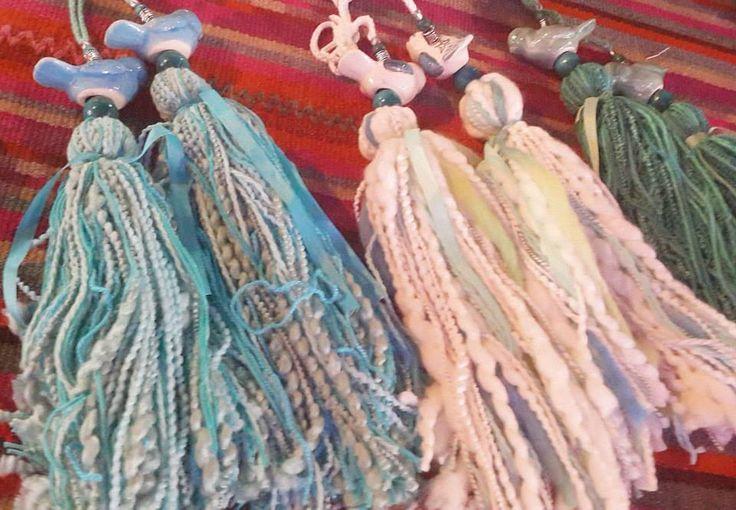 ideas para borlas con hilo , lana y cintas !
