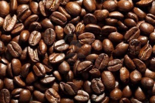 Tingere i capelli con il caffè e non solo