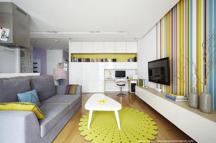 Para lograr un efecto colorido, pero no colorinche, utilizar pocos colores y repetirlos en diferentes sectores. Acá vemos el nicho del fondo, la alfombra, un almohadón y las líneas de la pared con el mismo tono.
