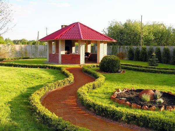 Načerpajte inšpirácie do záhrady. Altánok je v lete skvelým pomocníkom. Pomôže vám skryť sa pred slnkom a podvečer poslúži ako pekné miesto na grilovanie.