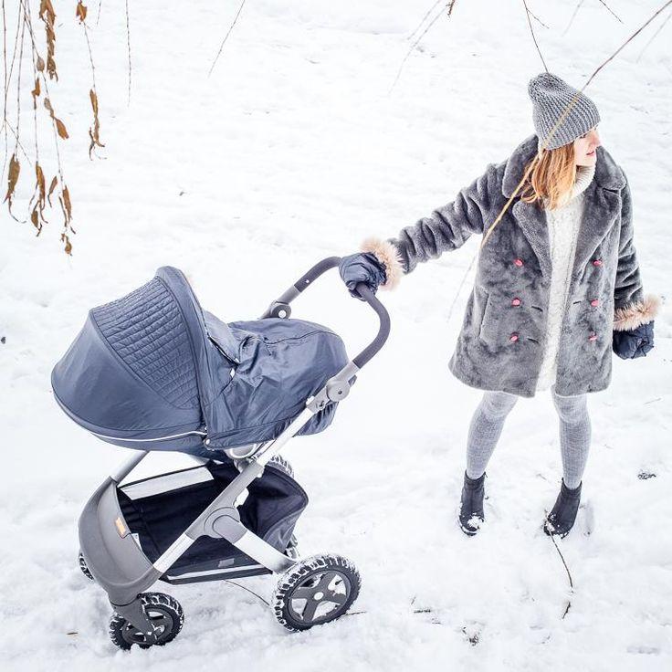 #momandchild #stroller #winterwalk #vintagemom #stokke #stokkewinterkit #stokketrailz