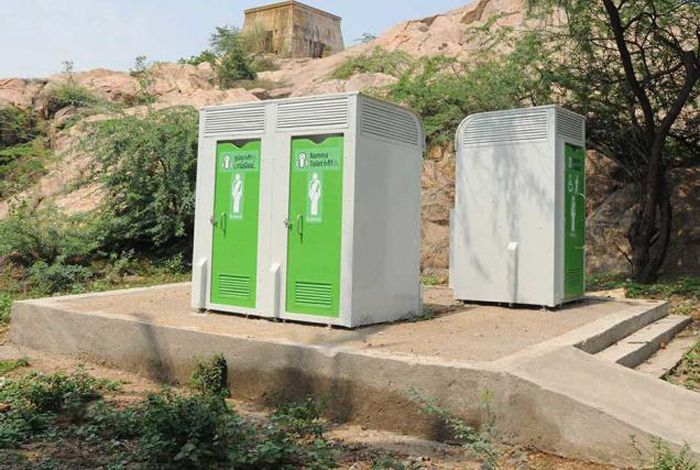 A unique scheme pays every family Rs. 2,500 per month for using the lavatory regualrly.Barmer district collector, #SudhirSharma, launched this #scheme in a bid to eradicate open defaction in accordance with #SwachhBharatAbhiyan. Click here to read more:http://www.indiatimes.com/news/india/swachh-bharat-abhiyan-s-new-avatar-in-rajasthan-you-could-make-rs-2-500-per-month-for-just-using-a-toilet-regularly-270600.html