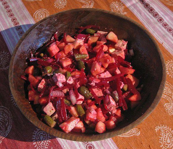Salade van rode bieten, appel, ui, augurken en vegan Feta | www.Alternatief-Idee.net