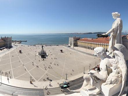 360º view from Rua Augusta Arch, the brand new viewpoint in Lisbon / Vista de 360º do Arco da Rua Augusta, o novo miradouro de Lisboa - via visitasvirtuais.com #portugal