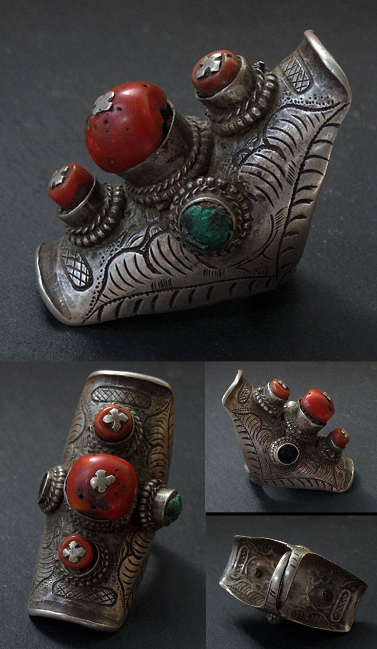 Eastern Tibet - Saddle ring / hair ring; silver,, coral and turquoise.| ca. early 20th century