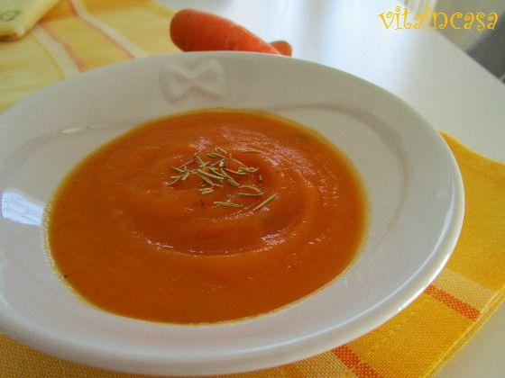 Questa vellutata di zucca e carote è smart perché si mette tutto in pentola e si cuoce!