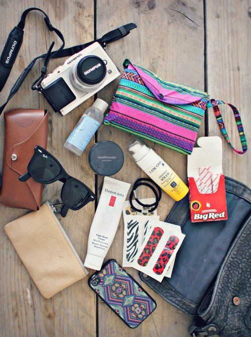 What's in my bag: festival essentials | This chick's got style