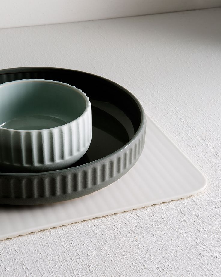 Linear texture carries right through our collection into our beautifully grooved stoneware bowls and placemats.