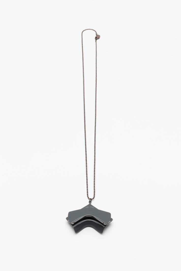 Unlimited Collection / 2015 Edition / dark gray necklace Photo: Tamás Sándor Kovács