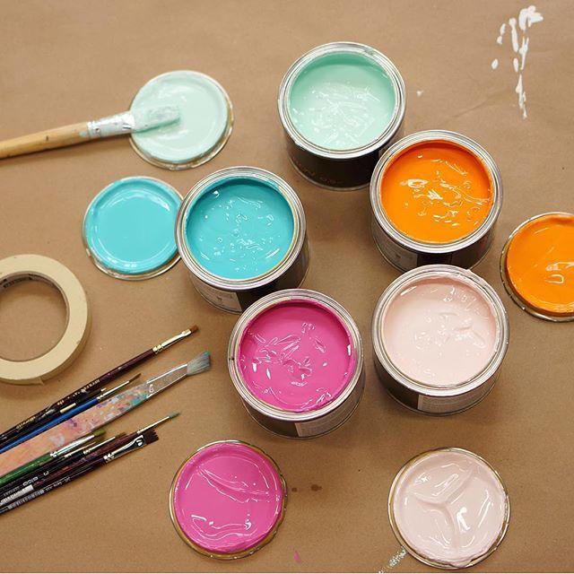 Idag målas det i studion 🎨 Vi har fått i uppdrag av @cleverheating att måla ett…