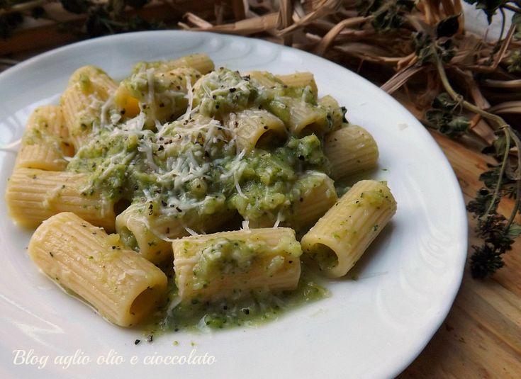 La Pasta Cacio e Pepe con i Broccoli,è una gustosa alternativa alla classica pasta cacio e pepe.I Broccoli rendono questo piatto veramente gradevole