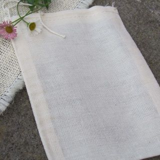 Use this handy sachet like a giant tea-bag for your bath!  Perfect to use with the Pregnant Mama Bliss Bath Herbs, Mastitis Blitz Compress herbs, Nappy Rash Blitz herbs and more!