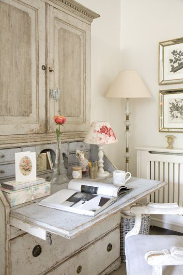 desk. Home of Leopoldina Haynes - photographed for the August 2012 issue of Homes & Gardens UK, all photos by Katarina Malmstrom Brown