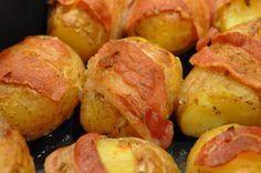 Små kartofler med bacon,hvidløg og timian (Recipe in Danish)