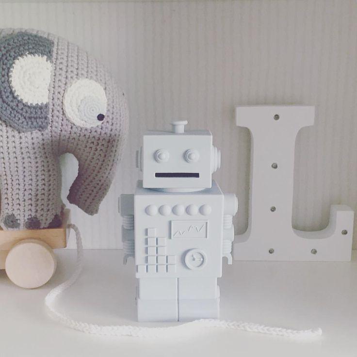 Grey tuesday  #bymoulin #hæklet #elefant #sebra #grå #robot #sparegris #kgdesign #bogstav #lampe #sassandbelle #børneværelse #børn #baby #drengeværelse #indretning #kidsroom #barnrum #dåbsgave