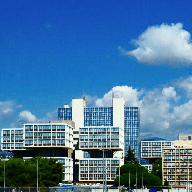 #PortHercule #building #facade #windows #modular #modernarchitecture #architecture #archilovers #architexture #archidaily #blue #sky #clouds #travel #instafr #instagood #mimari #bina #cephe #pencereler #modülasyon #mavi #gökyüzü #archiphoto #modernmimari by architaskin from #Montecarlo #Monaco