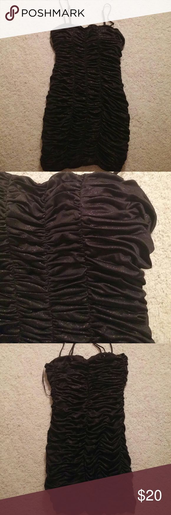 Black dress size M Forever 21 Beautiful Black dress with gold sparkles and back zipper Forever 21 Dresses Mini